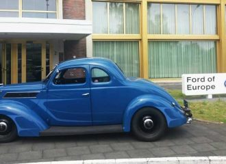 Roadside Hot Rods - 1937 Ford Coupe